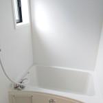 シャワー・換気窓付き浴室